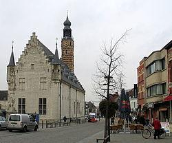 Lakenhal en belfort van Herentals.jpg