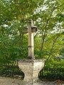 Lalinde croix à côté église.JPG