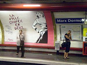 Marx Dormoy (Paris Métro) - Image: Les filles couplées au mieux