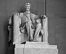 Lincoln Memorial (Lincoln contrasty).jpg