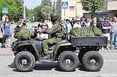 Lippujuhlan päivän paraati 2014 090 Utin jääkärirykmentti Polaris Sportsman.JPG