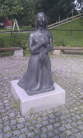 Lisbeth Nypan - Monument of Lisbet Nypan at the Nypvang Primary School in Leinstrand, Norway