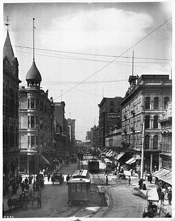 Blick nach Süden auf die Spring Street von der First Street, Los Angeles, 1900-1910 (CHS-2348) .jpg