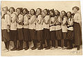 Louise Berliawsky Nevelson with her classmates, 1913.jpg