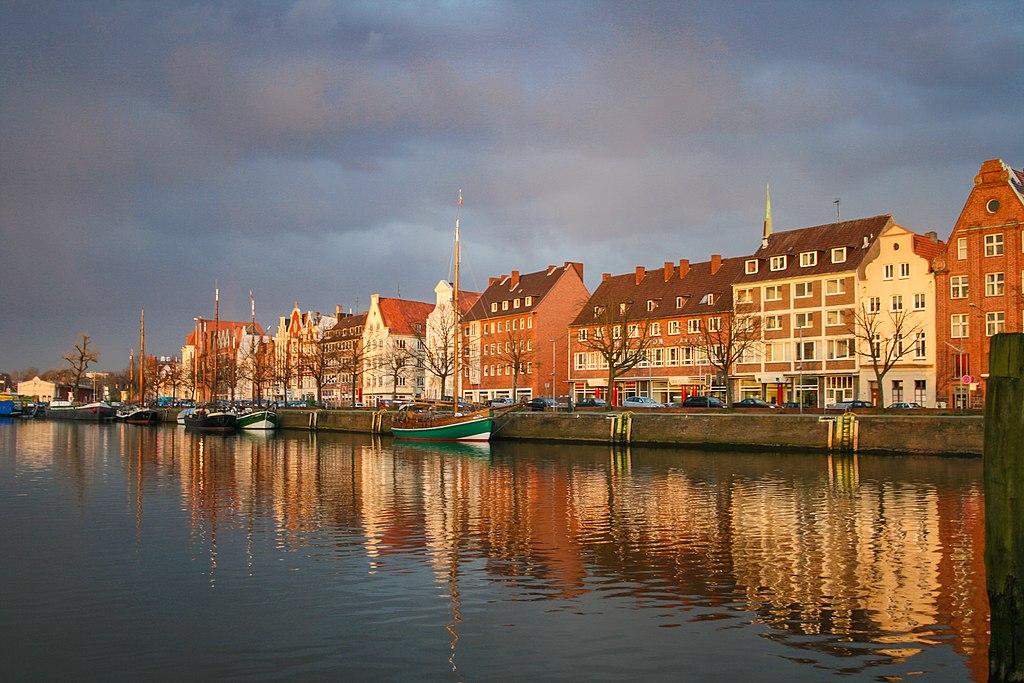 Río Trave en Lübeck (Alemania).