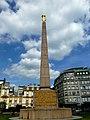"""Luxemburg - Platz der Verfassung - Obelisk mit der """"Gëlle Frau"""" - Place de la Constitution - Obélisque avec la «femme Gëlle - panoramio.jpg"""