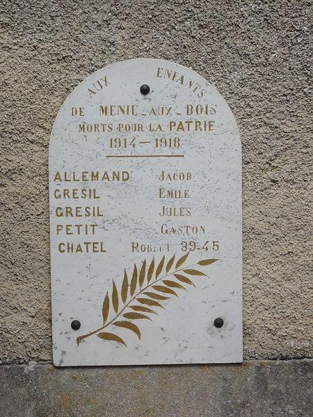 Ménil-aux-Bois (Meuse) église, plaque monument aux morts