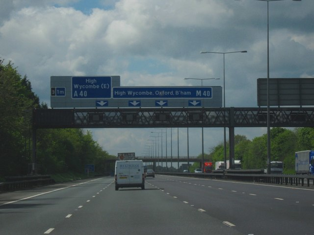 M40 Motorway, Heading West. Junction 3, One Mile To Go - geograph.org.uk - 1281566