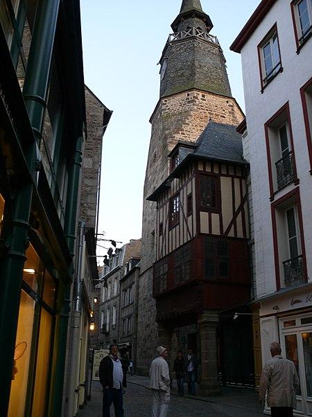 File:Maison 27 rue de l'Horloge Dinan 085 (6).JPG Исторические памятники Динана, достопримечательности Динана, фотографии Динана