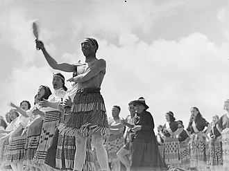 Grass skirt - Image: Maori cultural group performing (AM 78256 1)