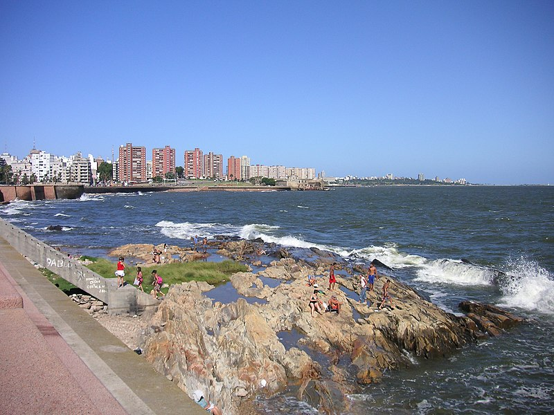 Файл:Mar revuelto en Montevideo.jpg
