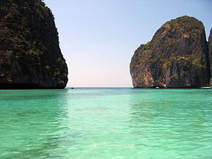 The Beach (film) - The paradise location, Maya bay in Ko Phi Phi Lee.