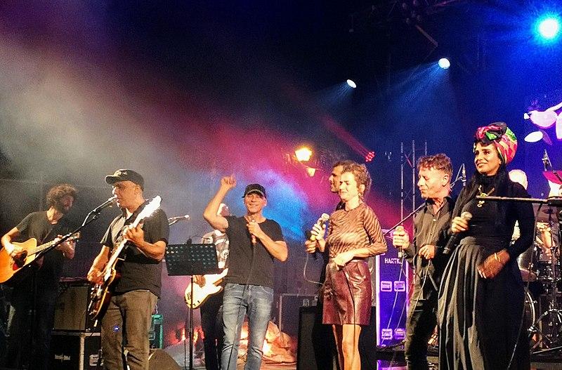 File:Meir Banai tribute concert Binyamina Festival 2019 (4).jpg