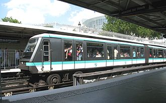 MP 89 - An MP 89 CC train at Bastille - Line 1