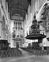 middenschip naar het westen met preekstoel en het orgel met de luiken gesloten - amsterdam - 20013155 - rce