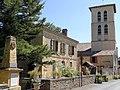 Molières (Dordogne) - Le monument aux morts, la mairie et la tour nor de l'église.JPG
