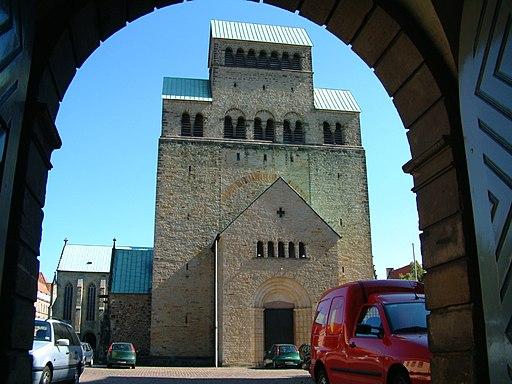 Westbau Hildesheimer Dom. Monasterio-Hildesheim Alemania