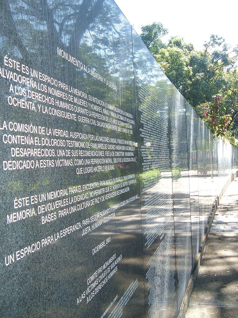 Monumento memoria y verdad.JPG