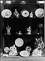 Musée du Louvre - Vitrine présentant des objets en porcelaine (cicv173).jpg