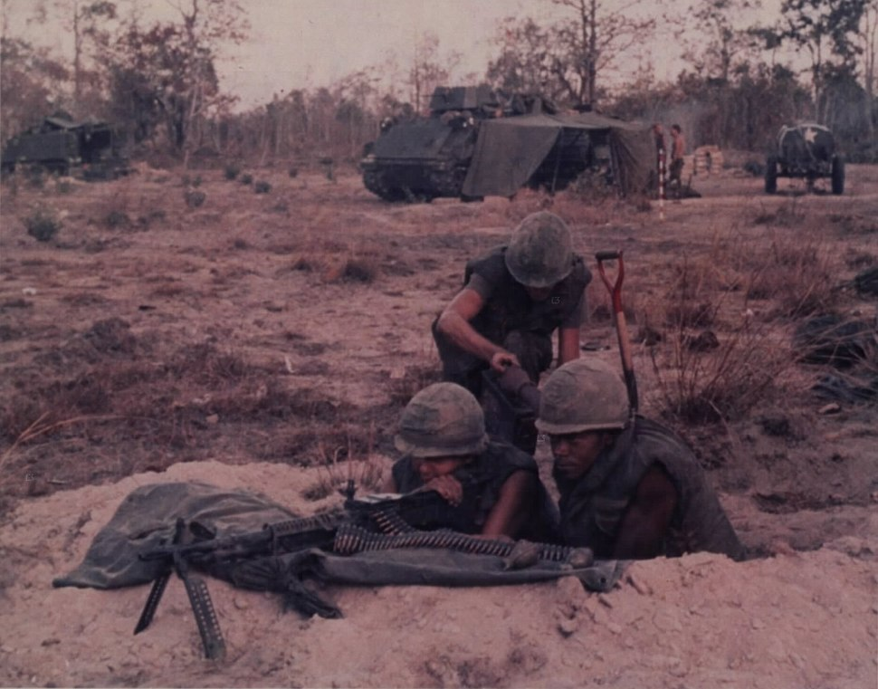 NARA 111-CCV-50-CC71235 1-50 Inf soldiers setting up M60 position with M113s in background 1970