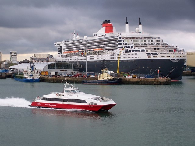 New Ocean Terminal with Queen Mary 2 - geograph.org.uk - 1577263