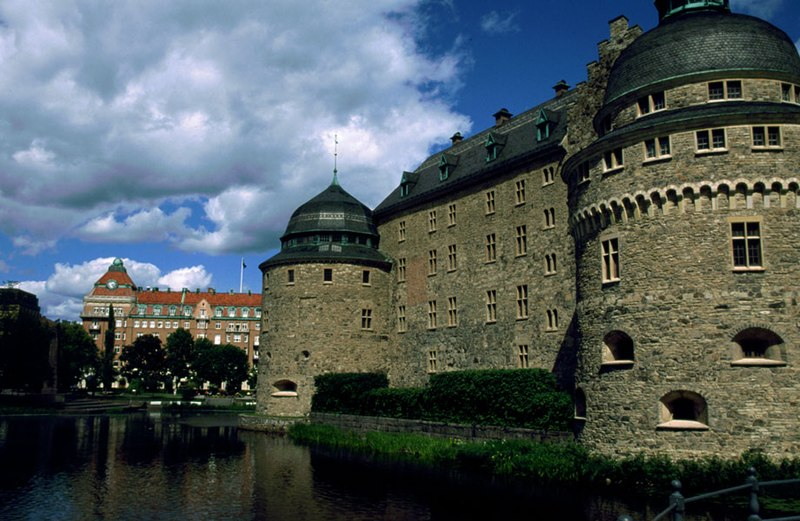파일:Orebro castle May 2004.jpg