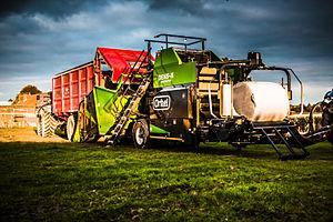 Compactor - Agricultural baler-wrapper compactor