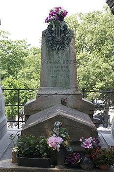 Père-Lachaise - Division 68 - tombe Bizet 01.jpg