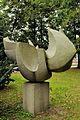 PL - Mielec - rzeźba Gołąb (Bernard Lewiński), park Oborskich - Kroton 006.JPG