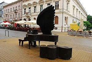 PL EL Rubinstein piano statue