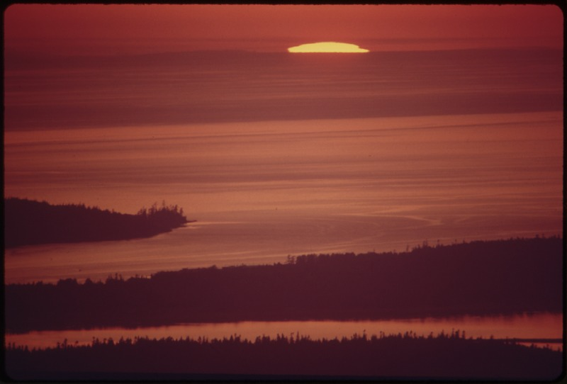 File:PUGET SOUND AND THE SAN JUAN ISLANDS AT SUNSET, SEEN FROM OVERLOOK AT LARRABEE STATE PARK - NARA - 552338.tif