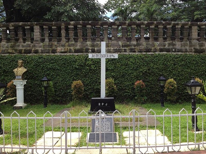 File:Paco Park Rizal.JPG