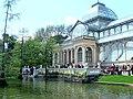 Palacio de Cristal junto al lago (2477648019).jpg