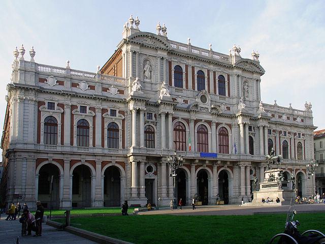 http://upload.wikimedia.org/wikipedia/commons/thumb/5/5c/Palazzo_Carignano_%28Turin%29_facade.jpg/640px-Palazzo_Carignano_%28Turin%29_facade.jpg