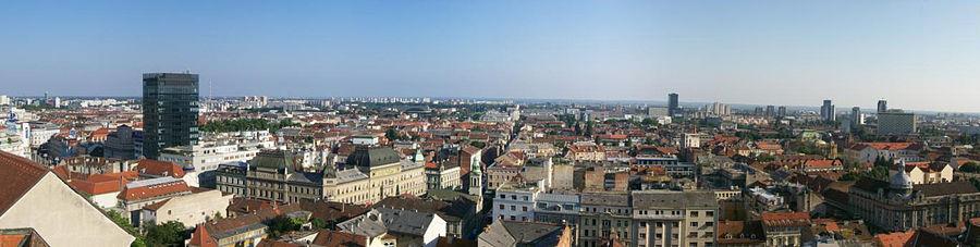 Panoramavy över södra Zagreb. Till vänster Ban Jelačićs torg och Ilica 1. Centralt på bilden skymtar den serbisk-ortodoxa katedralens kyrktorn samt Blommornas torg. Tvärsgående, från vänster till höger, löper Ilica.