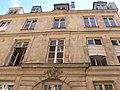 Paris - 14 rue Notre-Dame-des-Victoires - facade contre-plongee.jpg