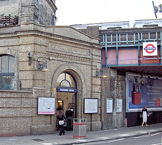 Parsons Green tube station - Image: Parsons Green 1