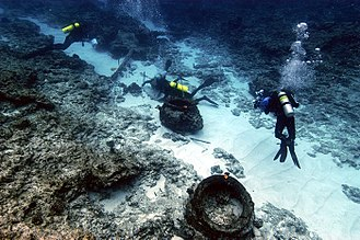 Pearl and Hermes Atoll - Divers inspecting artifacts at the Pearl site