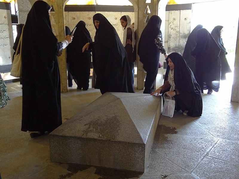 File:Pilgrims at Tomb of Baba Taher - Baba Taher Mausoleum - Hamadan - Western Iran (7423610916).jpg
