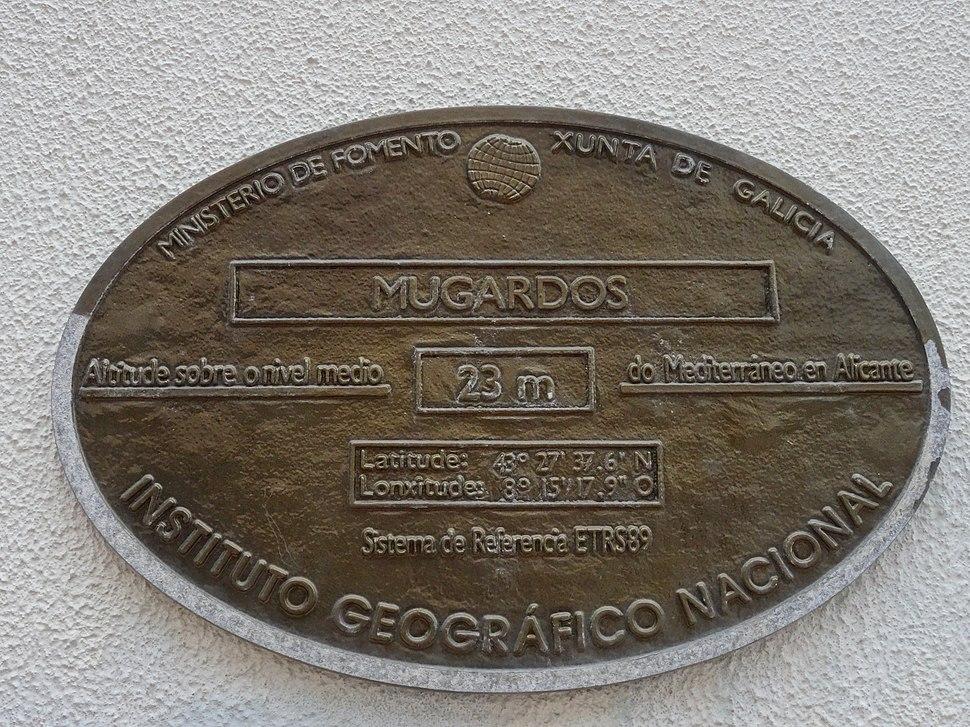 Placa altimétrica na casa do concello.