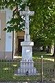 Prša - Kríž s Ukrižovaným pred kostolom.jpg