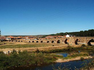 Órbigo - Image: Puente del Paso Honroso en Hospital de Orbigo