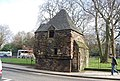 Queen Marys Bath House (geograph 2472223).jpg