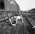 Railway, genre painting Fortepan 4613.jpg