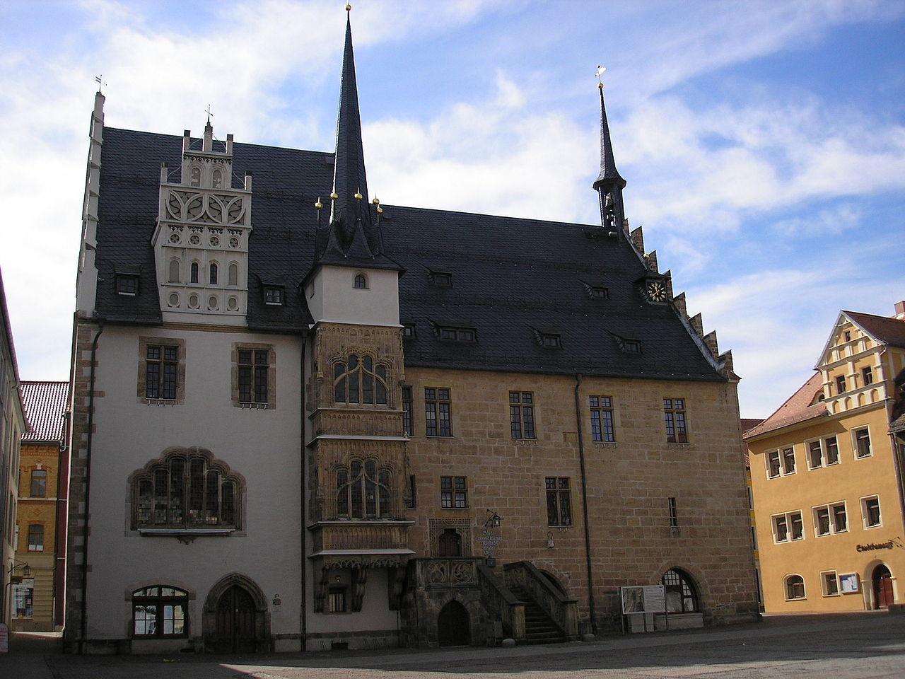 1280px-Rathaus_Neustadt_Orla.JPG