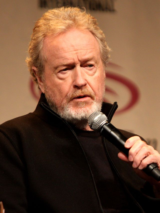 The 79-year old son of father Francis Percy Scott and mother Elizabeth Jean Scott, 171 cm tall Ridley Scott in 2017 photo