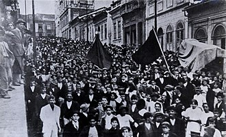 Anarchism in Brazil - Workers raise red flags during the São Paulo General Strike of 1917