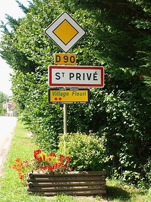 Concours des villes et villages fleuris - Road sign in Saint-Privé, Yonne (2 flowers).