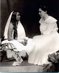 Image of Sarada Devi and Sister Nivedita siting