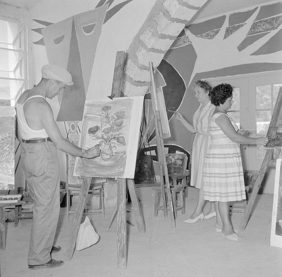 Schildersklas aan het werk in een atelier in het kunstenaarsdorp Ein Hod, Bestanddeelnr 255-2764
